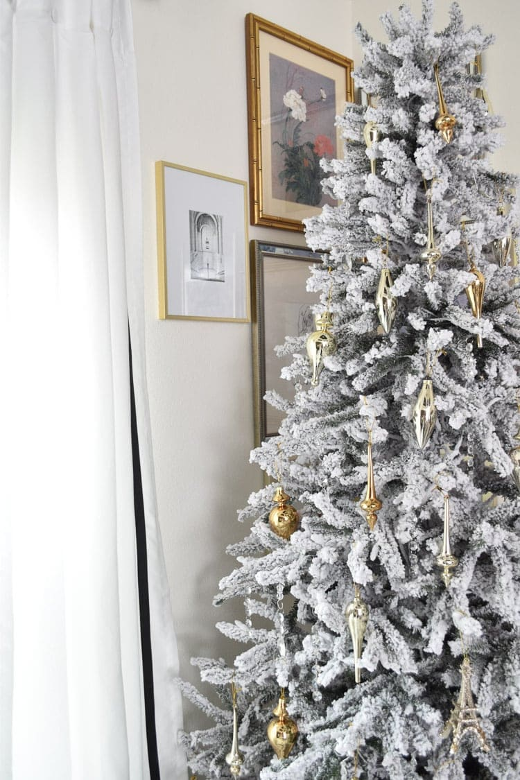Gallery wall and master bedroom Christmas holiday decor
