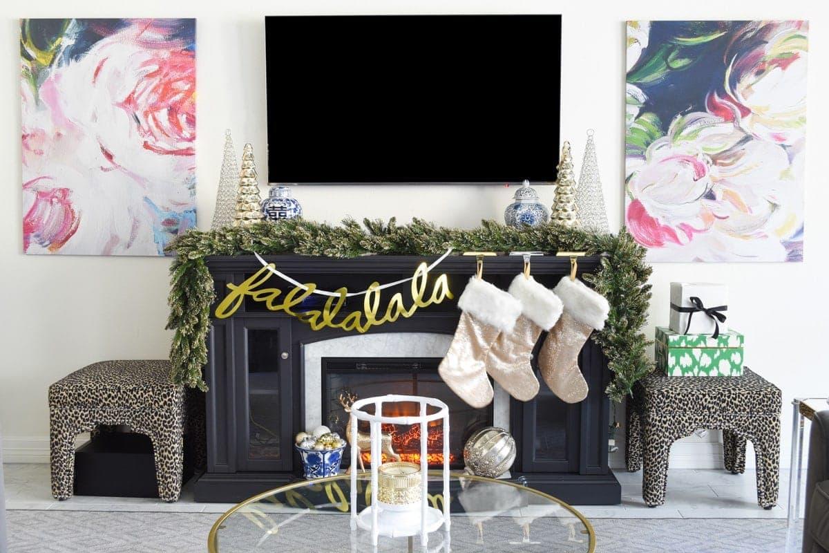 Glam & Simple Christmas Living Room Decor Ideas